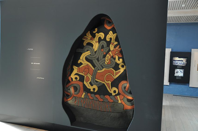 Muzuem w Jelling - kopia kamienia runicznego