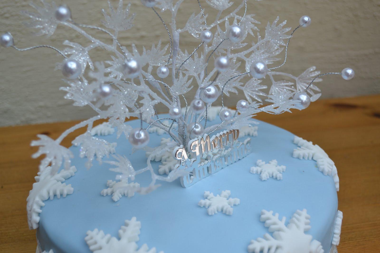 Hannahs Creative Cakes Ice Blue Christmas Cake