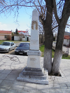 το μνημείο πεσόντων στην Άνω Καλλινίκη της Φλώρινας