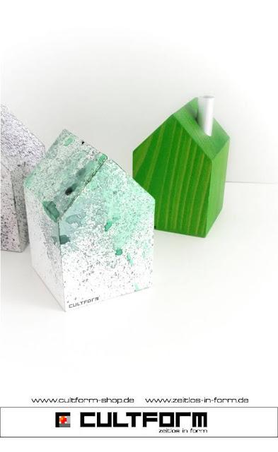 Die Hausbox von Cultform. Ein eindrucksvolles und doch einfaches DIY: kleine Geschenke individuell modern verpacken im aktuellen Watercolor-Trend: Hausbox Grün-gesprenkelt, mit Räucherhaus M Maigrün in gleicher Größe