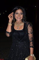 Sakshi Agarwal looks stunning in all black gown at 64th Jio Filmfare Awards South ~  Exclusive 043.JPG