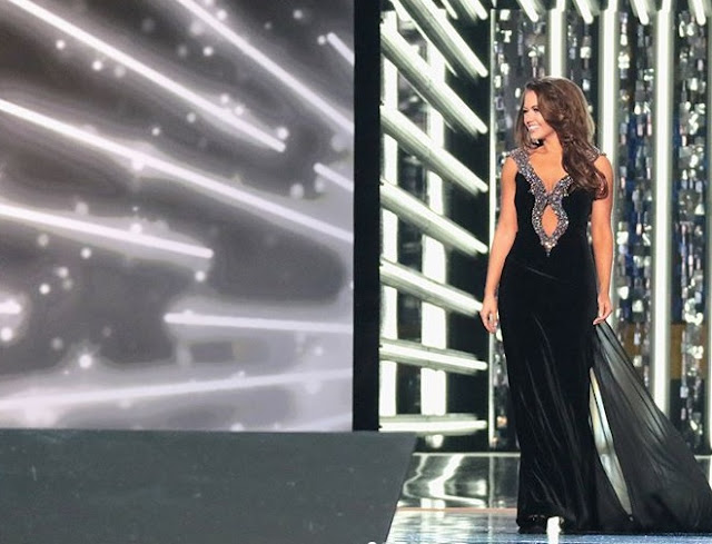 Miss America 2018 Cara Mund in evening gown round