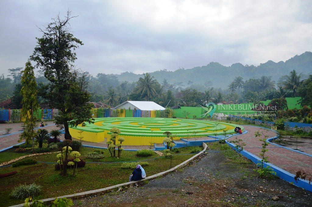 Asyik, Ada Taman Labirin di Goa Jatijajar