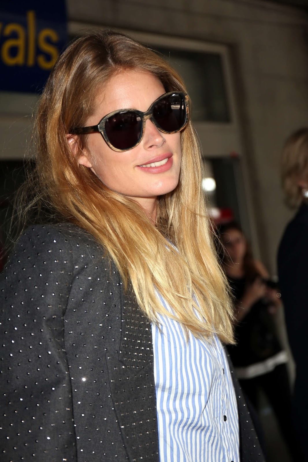 Doutzen Kroes Wears a Striped Shirt at Nice Airport