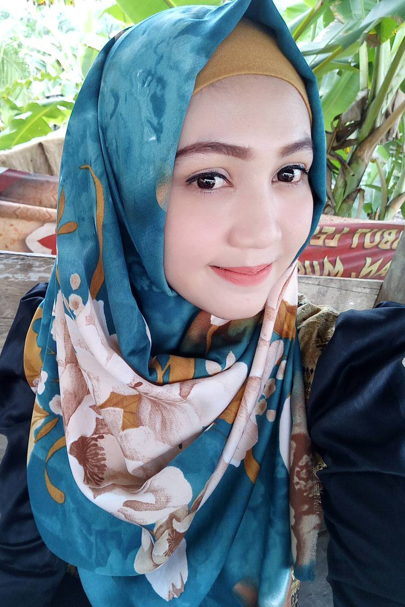 Cewek IGO jilbab Cantik ungu