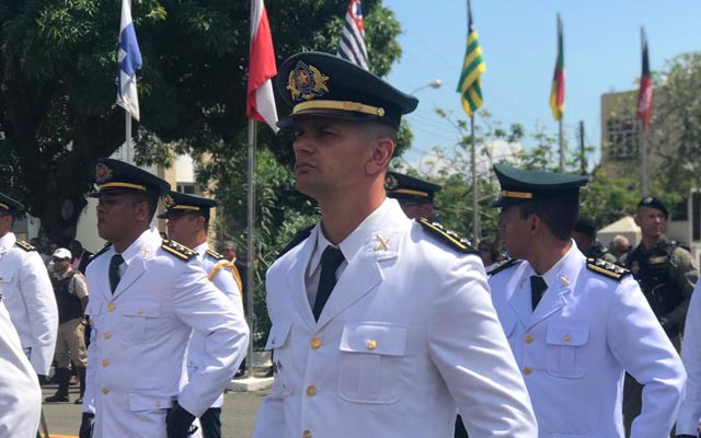 Subcomandante da 24ª CIPM de Jacobina recebe honraria em Salvador