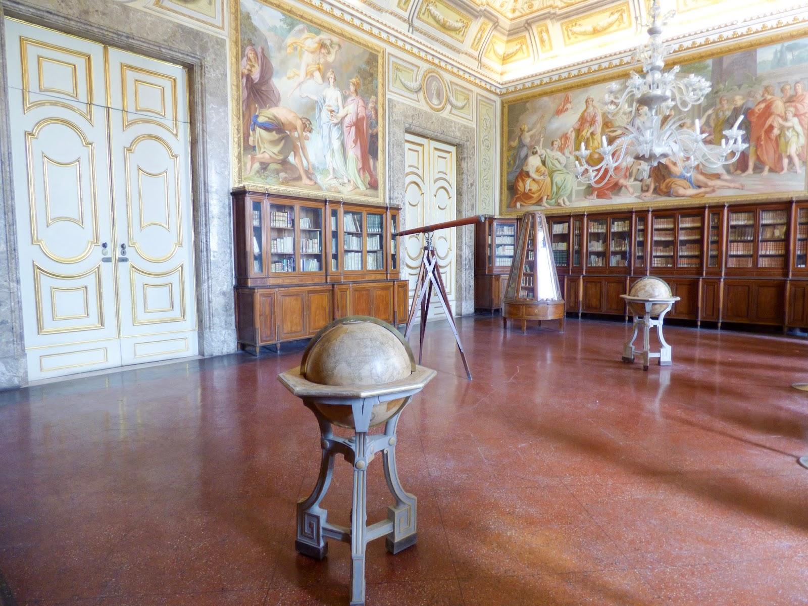 terza sala della biblioteca - Reggia di Caserta
