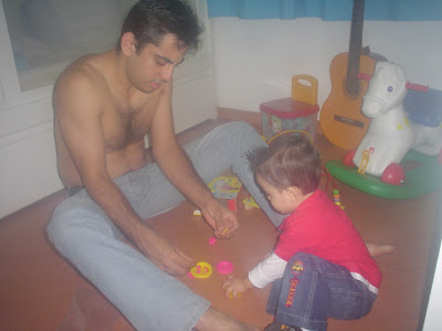 Brincar de massinha com o papai
