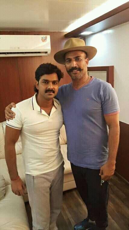 Pawan Singh ON Set Loha Pahalwan pics