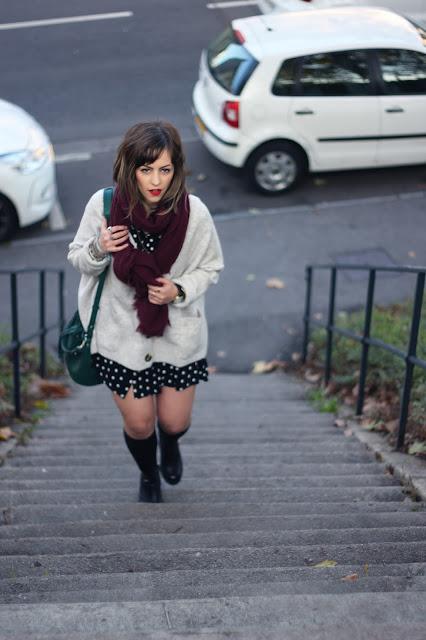 gilet-maille-robe-pois-zara-sac-seau-mango-cuissardes-chaussettes-hautes-echarpe-pimkie-look-mode-fashion-blog