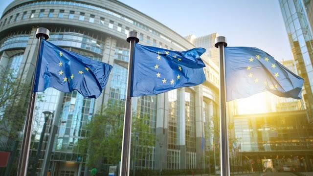 Politico: Οι ψίθυροι για το Grexit αρχίζουν και πάλι