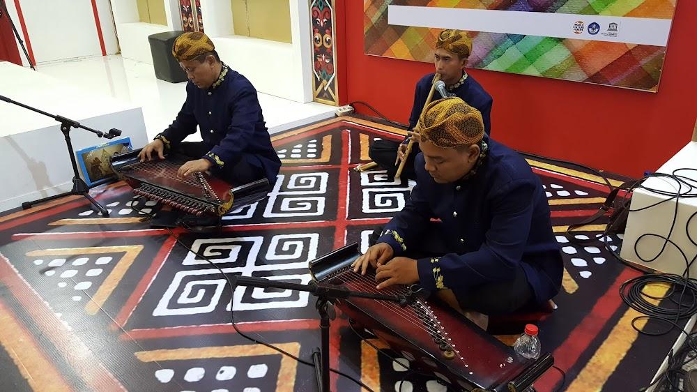 Kumpulan pemuzik tradisonal