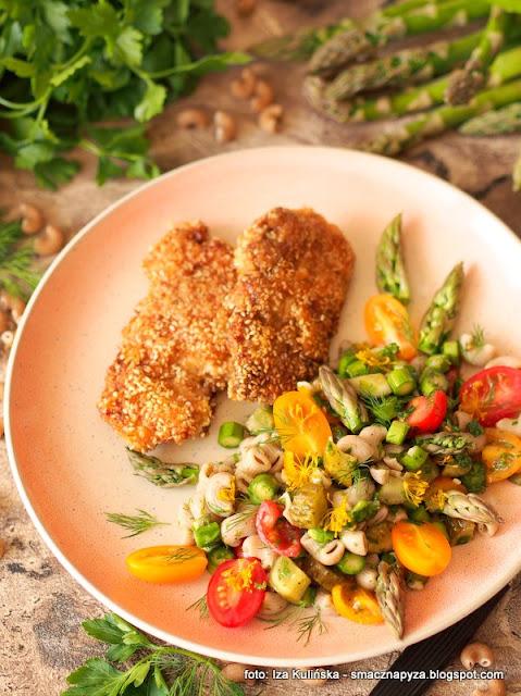 salatka makaronowa, szparagi zielone, pomidorki papryczkowe, dodatek do obiadu, lunch, domowe jedzenie, przepis na salatke, pyszna salatka, szparagowe szalenstwo
