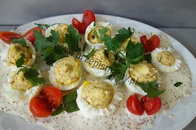Jajka faszerowane w śmietanie