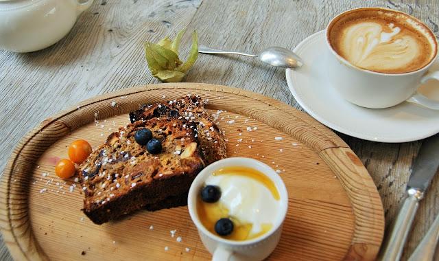 igigi cafe in Hove, photo by modern bric a brac
