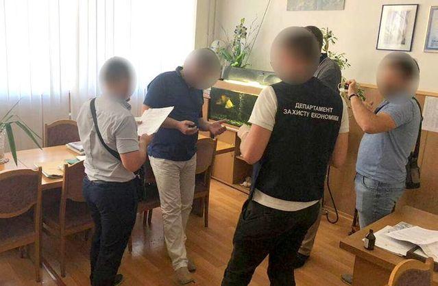 Проректора одного з університетів Одеси, який попався на хабарі, взяли під варту