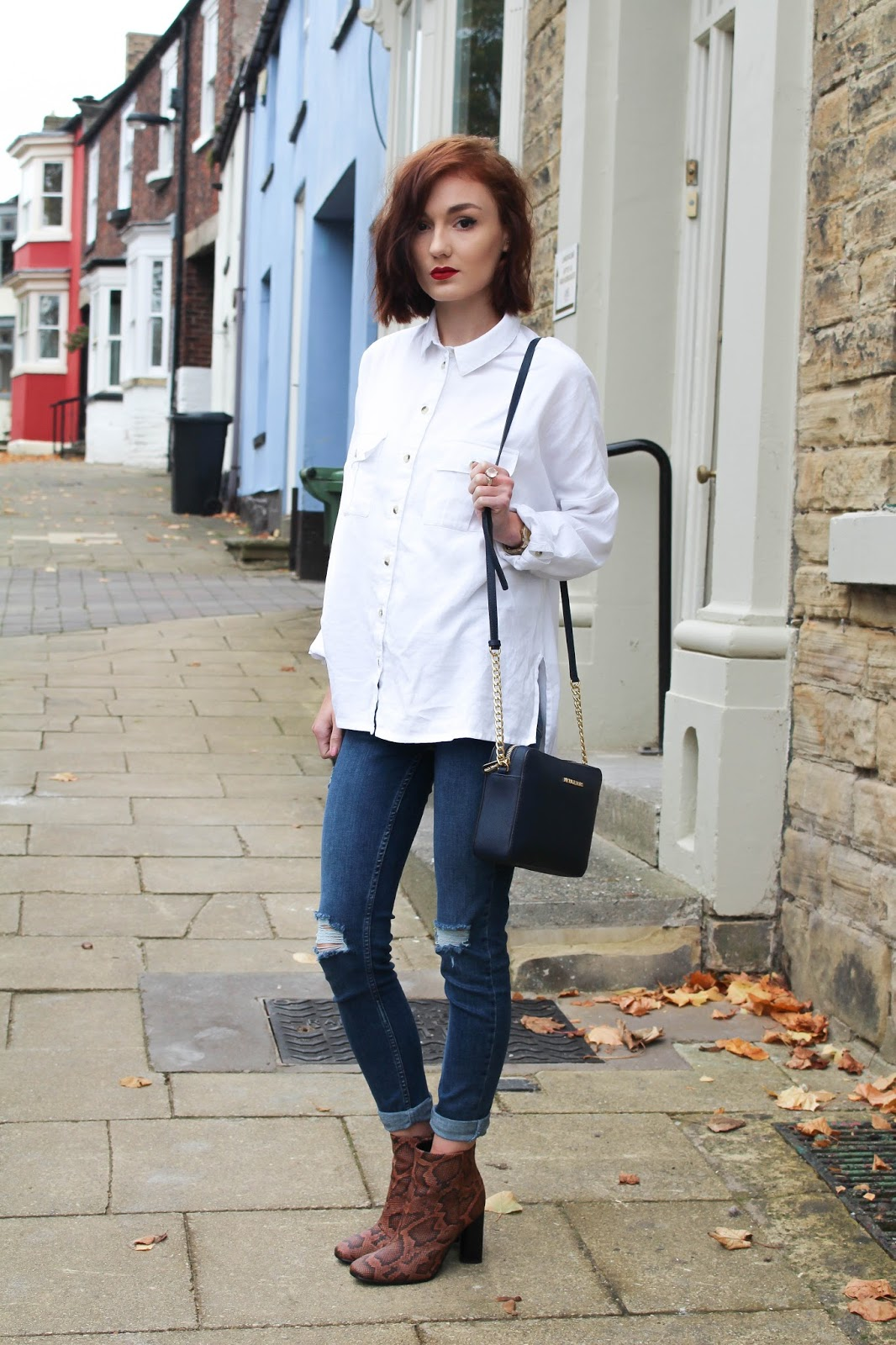 2609905e69cd OVERSIZED WHITE SHIRT, RIPPED LEIGH JEANS: TOPSHOP / SNAKE PRINT ANKLE  BOOTS: H&M (similar) / SHOULDER BAG: MICHAEL KORS / Warning, there are  amazing boots ...