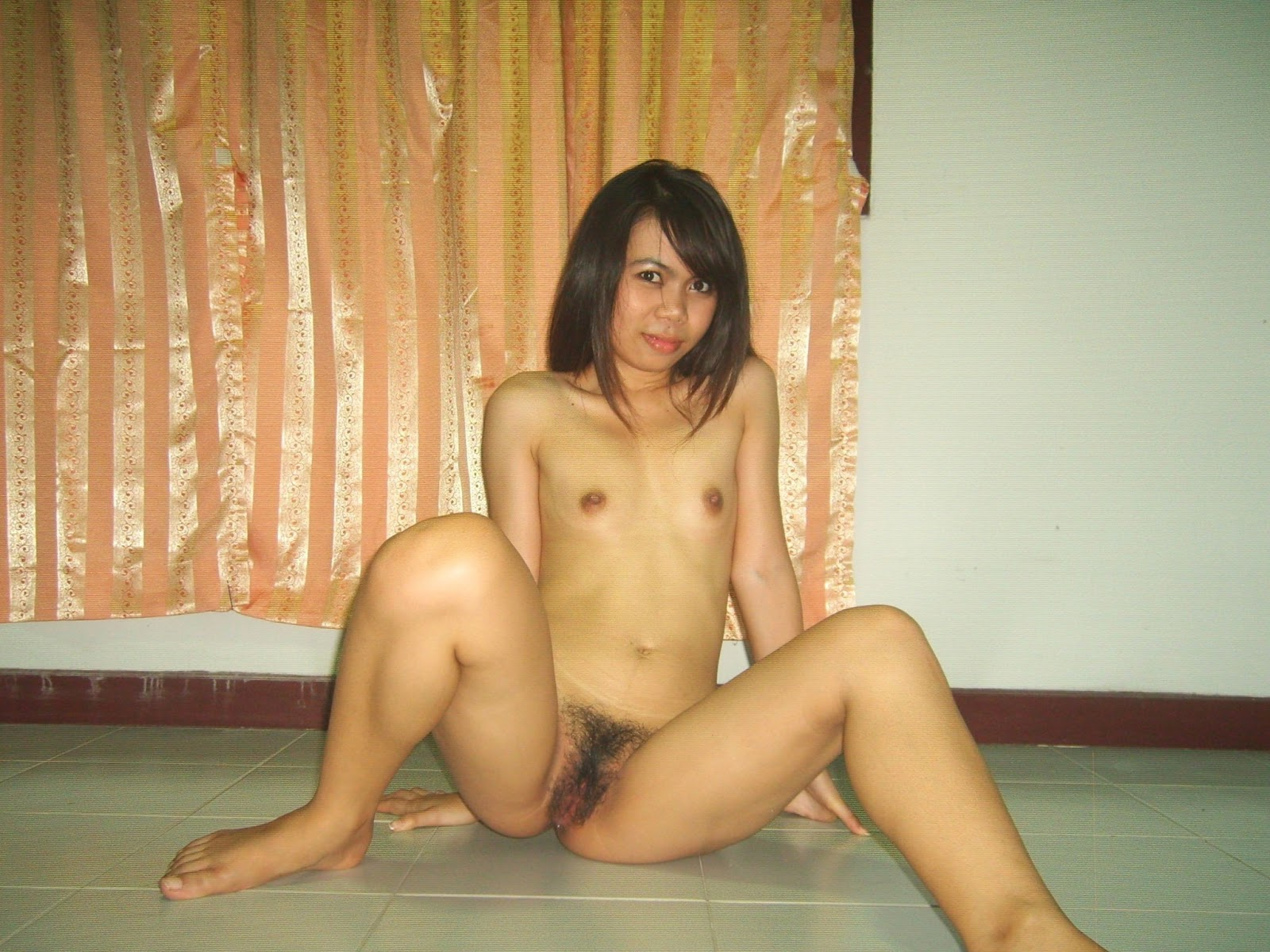 Fad 30 Nude Girl Spreads Her Legs-9782