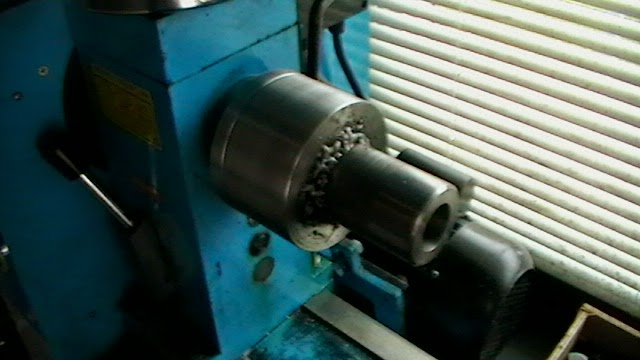 collet cloture mounted on lathe spindle