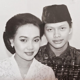 Foto Pernikahan Armand Maulana dan Dewi Gita 1994