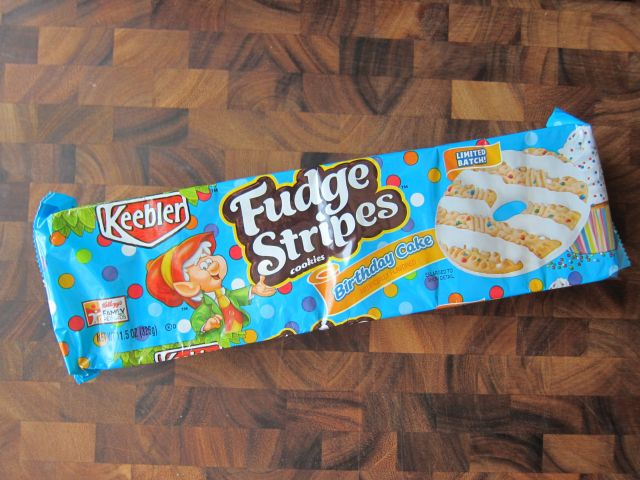 Review Keebler Birthday Cake Fudge Stripes Cookies Brand Eating