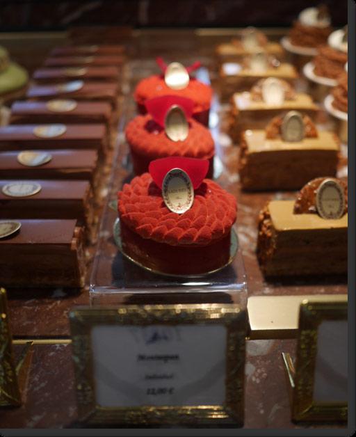 ラデュレ 赤いバラ ケーキ