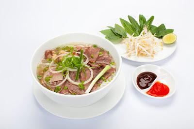 Phở Hà Nội món ăn truyền thống và niềm tự hào của ẩm thực Việt Nam .