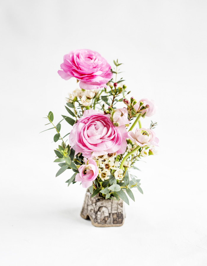 How to make a beautiful flower arrangement? photo by Kreetta Järvenpää