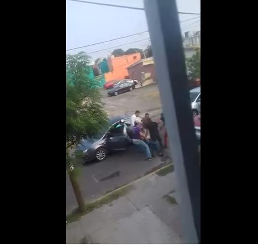 VIDEO FUERTE; Graban momento exacto en que hombres armados a balazos dan levantón a una persona
