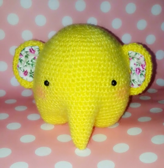 Crochet these adorably round elephants with a brilliant technique ... | 550x538