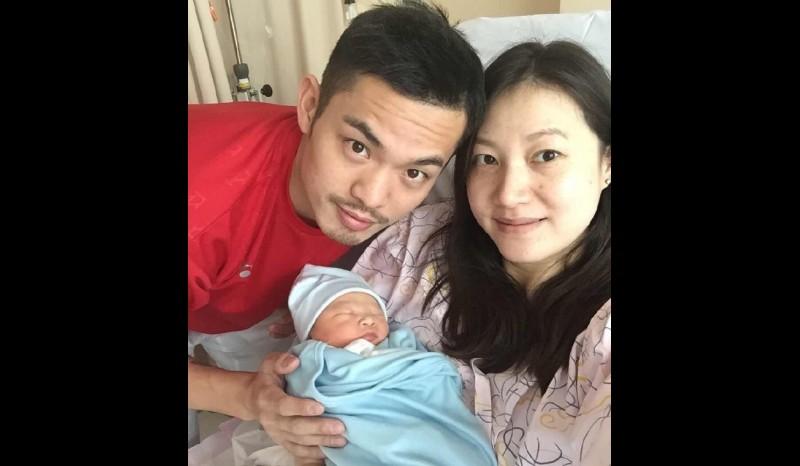 Lin Dan bersama istrinya Xie Xingfang dan anaknya yang baru lahir