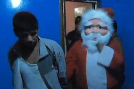 """Papai  Noel"" acaba com a festa de traficantes de drogas, Veja o vídeo"