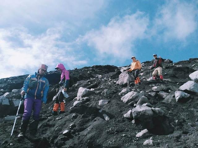 jalur menuju puncak gunung semeru