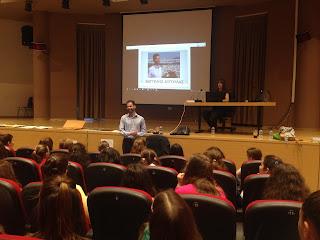 Ο Βαγγέλης μιλάει στους μαθητές