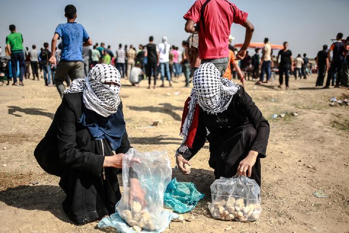 Perempuan Palestina Ikut Ambil Bagian di Demonstrasi di Jalur Gaza