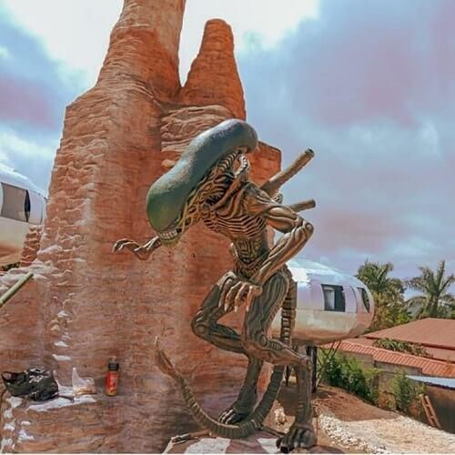 spot foto alien di ufo park