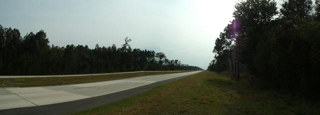 US 92 hacia el oeste cruzando el Tiger Bay State Forest