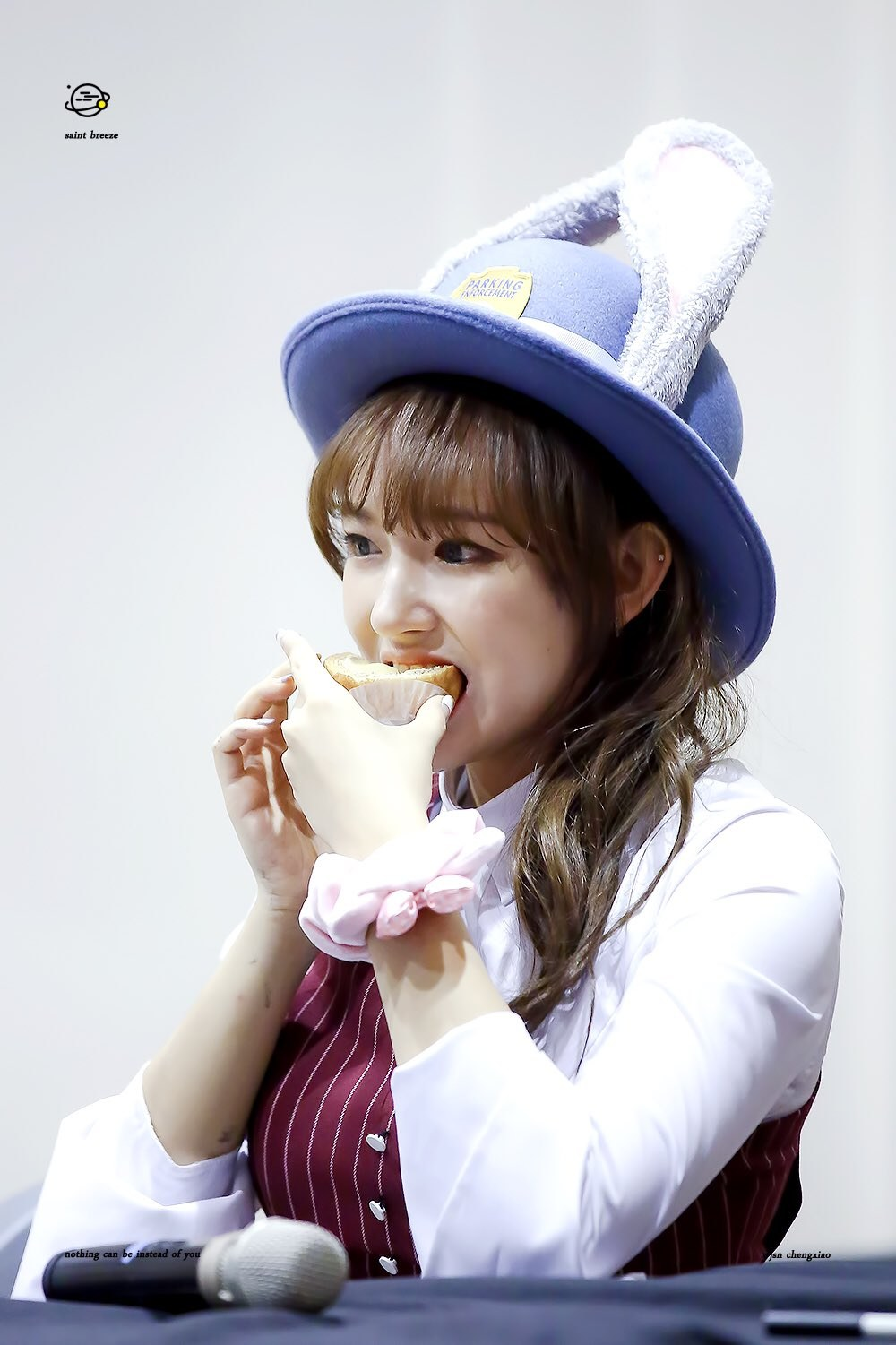 The Judy Hat Thats Become A Popular Gift To Idols Kkuljaem