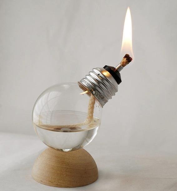 """Transformar coisas velhas e """"sem"""" utilidades em coisas criativas."""
