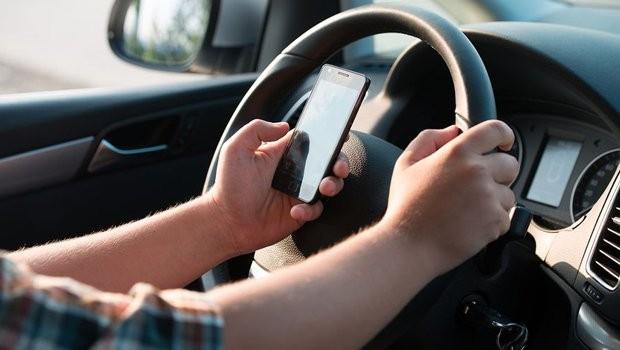 Resultado de imagem para dirigir ao celular