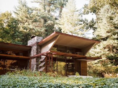Exterior de casa diseñada por Kaneji Domoto