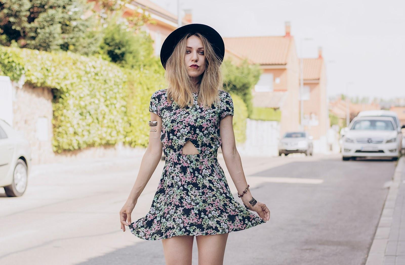 look vestido de flores