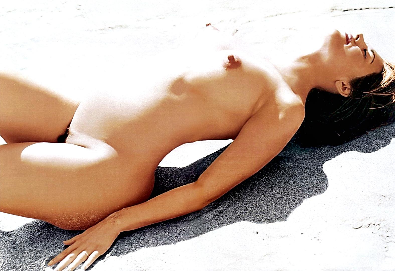 Lisa Rinna Nude Long Nipples 15