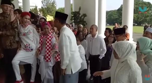 Ini Video Saat Anies-Sandi Disoraki Sekelompok Orang di Open House Jokowi
