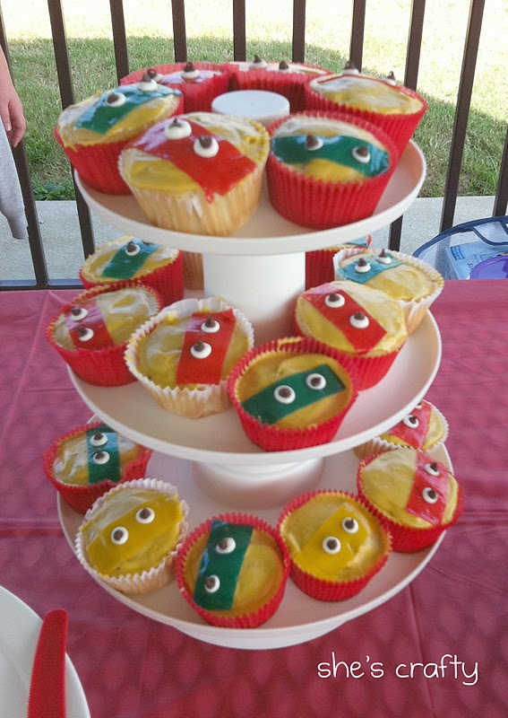 Super Hero Birthday party at the park for little boys - super hero cupcakes