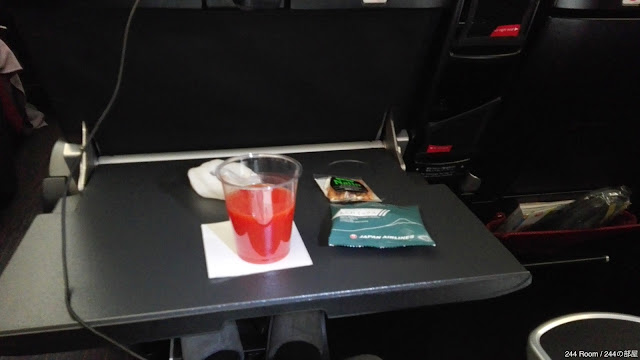jal-skypremiumseat-drink