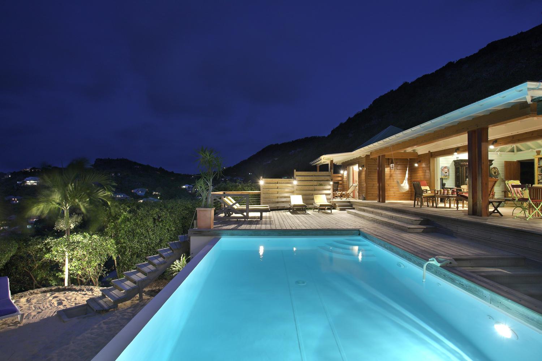 Dise o de piscinas de encanto jard n y terrazas for Disenos de quinchos con piscinas