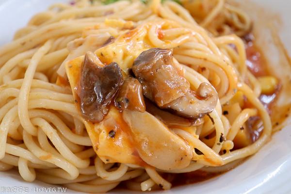 小潛艇養生蔬食創意料理 套餐可續2次濃湯飲料,興大旁素食美食