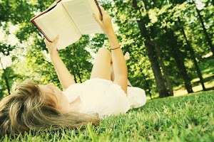 Motivasi Menulis - Akan Selalu Ada Ruang Pembaca Untuk Tulisanmu. Maka Dari Itu, Teruslah Menulis!