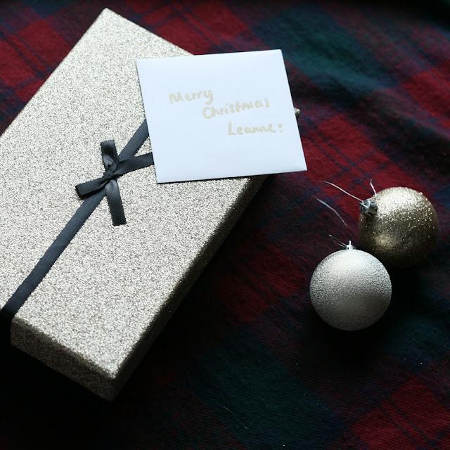 CHRISTMAS GIFT GOLD GLITTER